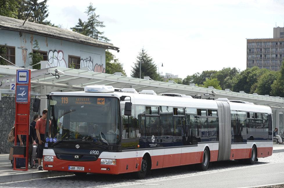 Řidiči autobusu občas jezdí jako šílení.