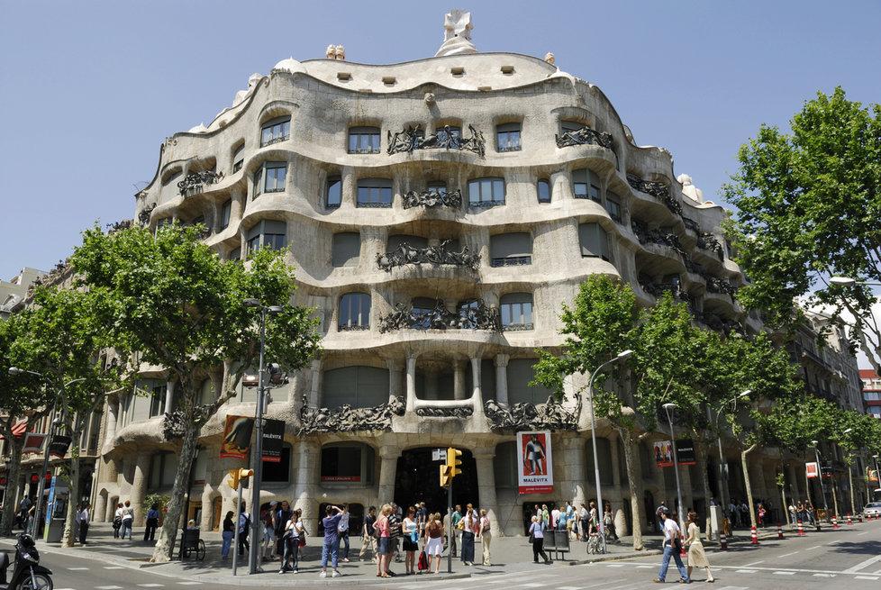 Casa Milà známého architekta Antonia Gaudího v Barceloně