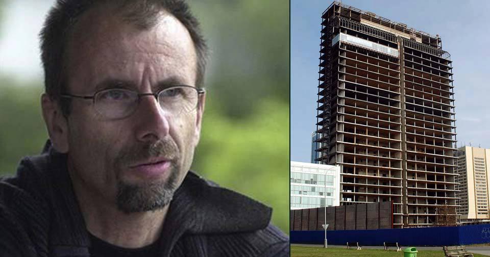 Režisér Pavel Koutecký zahynul po pádu z rozestavěného mrakodrapu.
