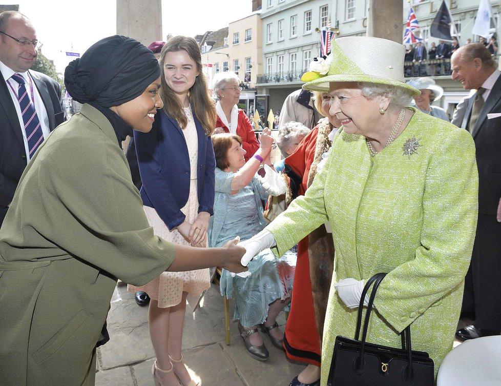 Britská královna Alžběta II.: Odhalila plaketu stezky u Windsoru.