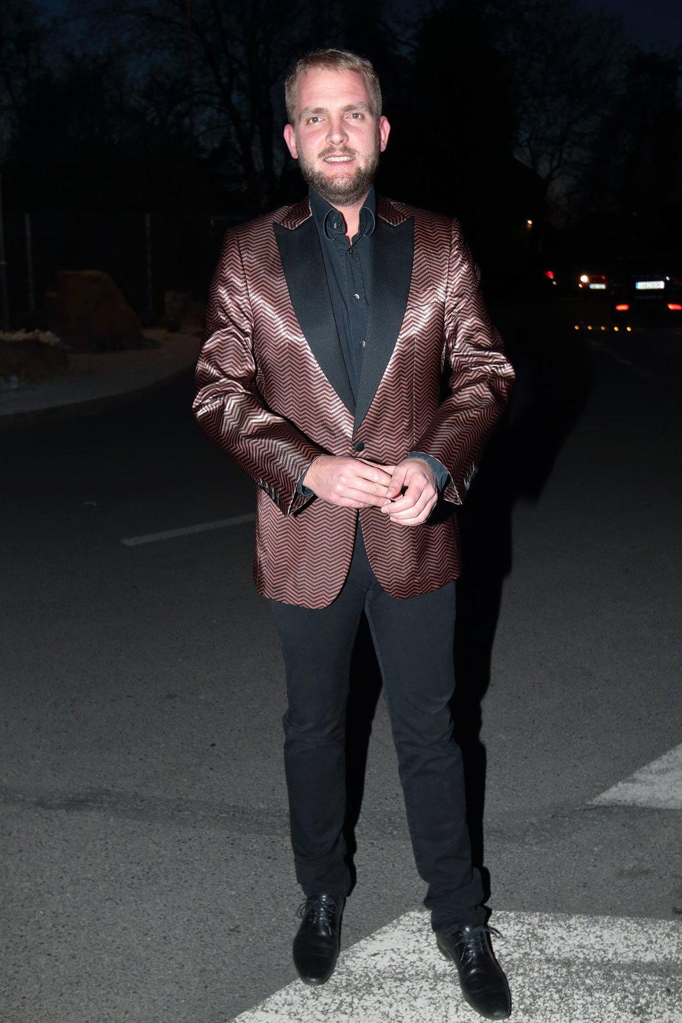 Libor Bouček ve svém hnědolesklém saku.