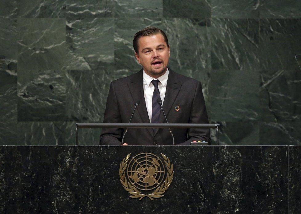 Ceremoniál zahájil herec Leonardo DiCaprio.