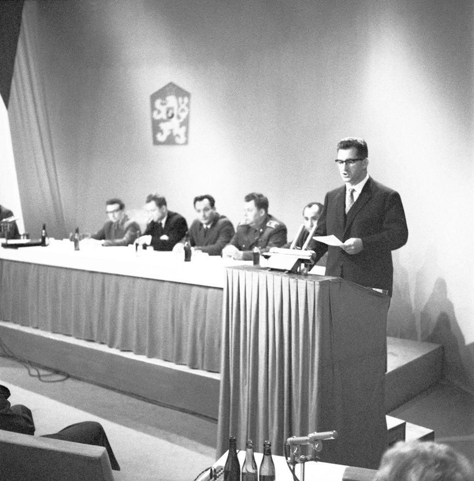 Lubomír Štrougal na tiskové konferenci