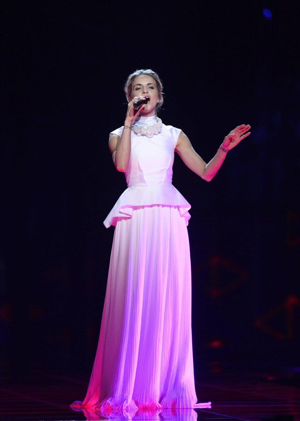 Na soutěž si zpěvačka záměrně vybrala takové šaty, aby v nich nebyla provokativní