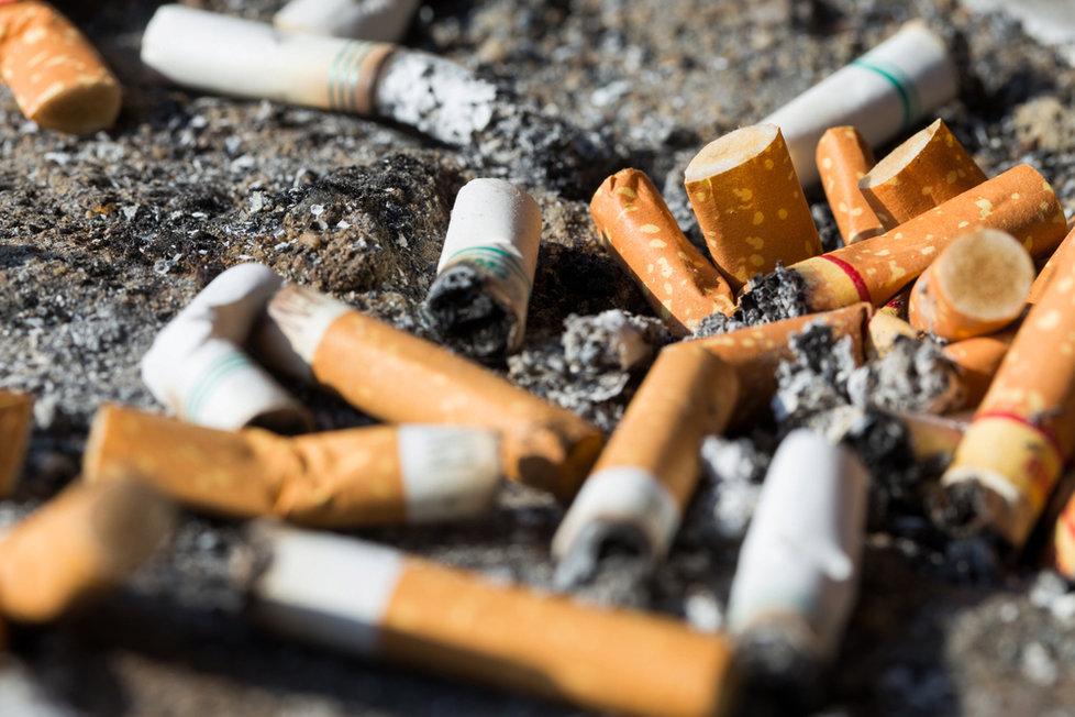 první kouření spolknout