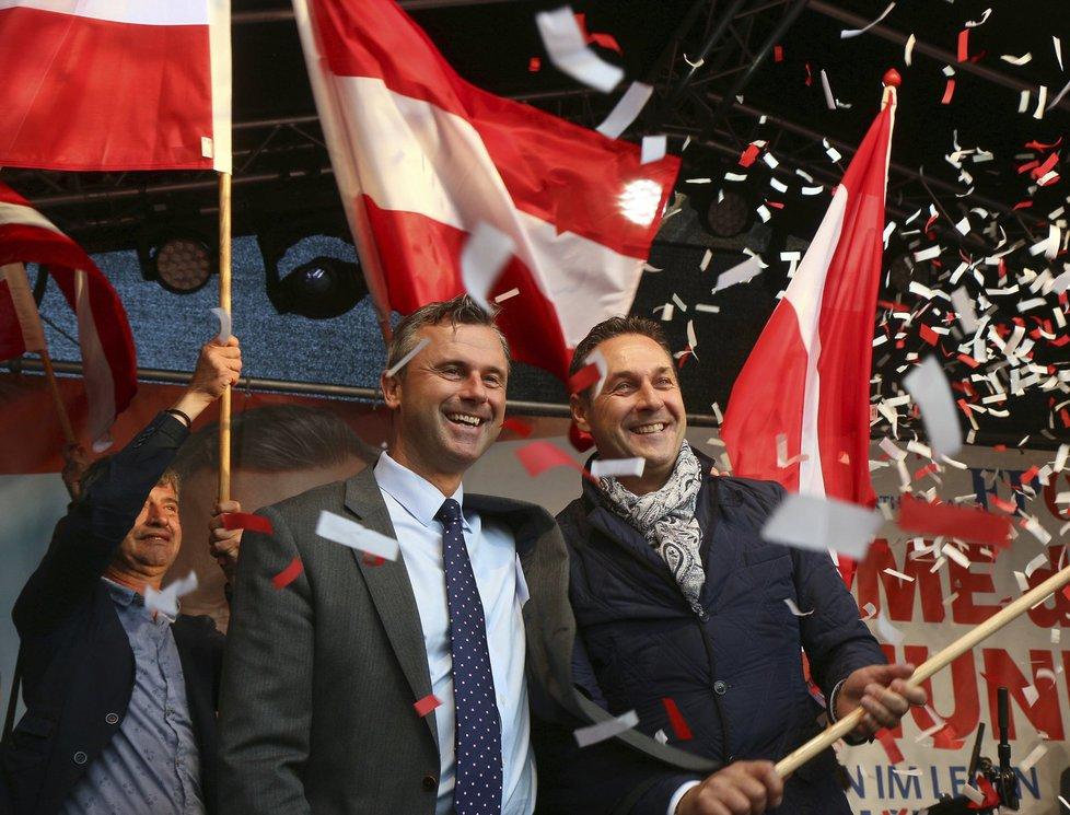 """Zfalšované rakouské volby? Van der Bellen """"zázračně"""" porazil Hofera."""