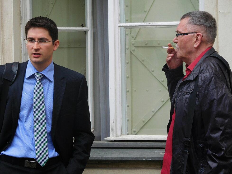 Notář Václav Halbich si během projednávání žaloby na ČSSD požádal o přestávku na cigaretu