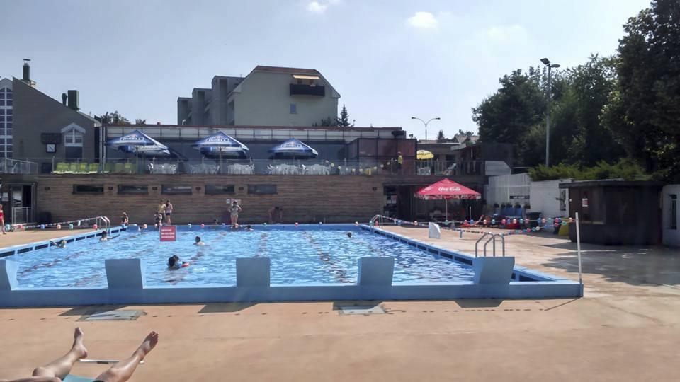 Venkovní bazén Pražačka
