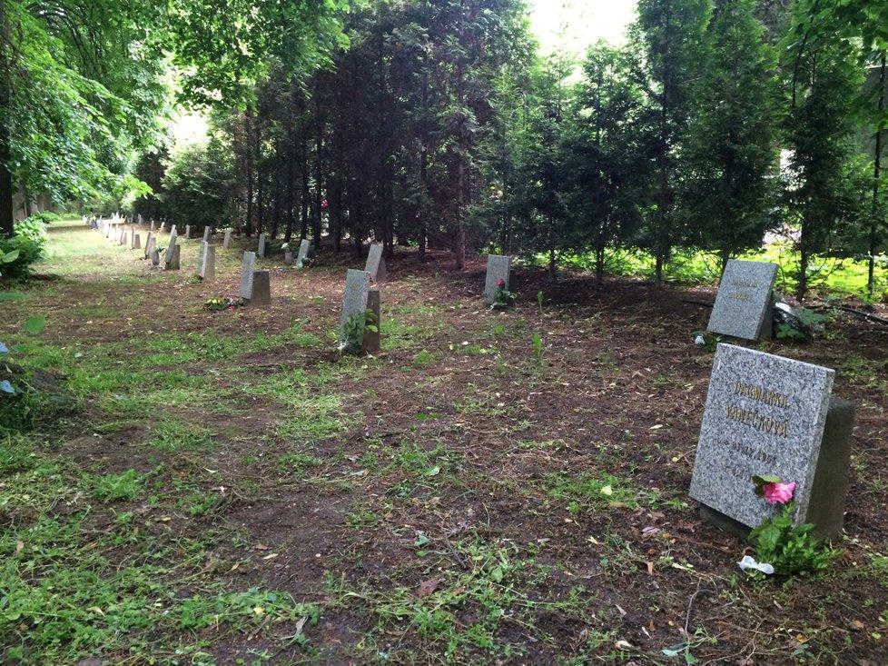 Dětské hroby symbolizují zrůdnost minulého režimu.