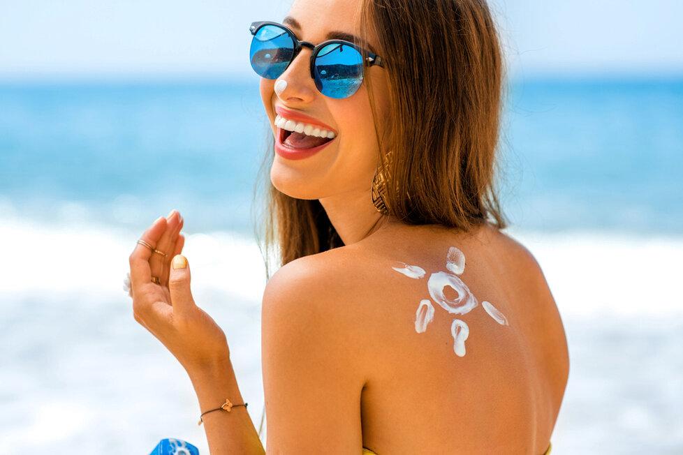Čeká vás ještě dovolená u moře? Zabalit si opalovací krém je samozřejmostí, ale můžete zkusit vyrobit si i vlastní.