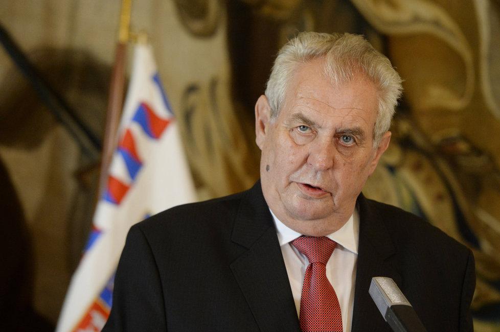 Zeman odsoudil útok v Nice, je pro tvrdší postup vůči teroristům.