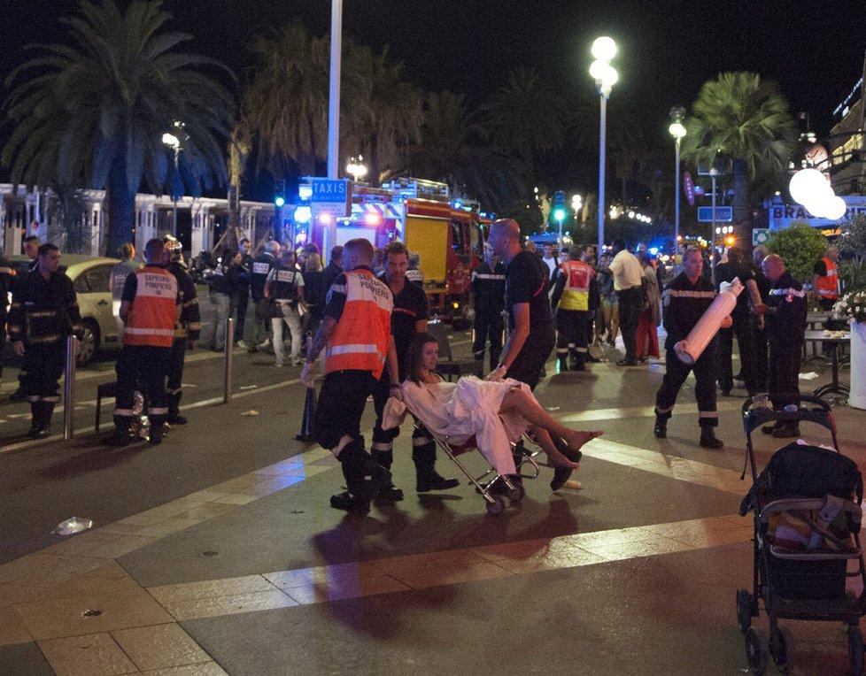 Krvavý teror ve francouzském Nice: Terorista vraždil v dodávce