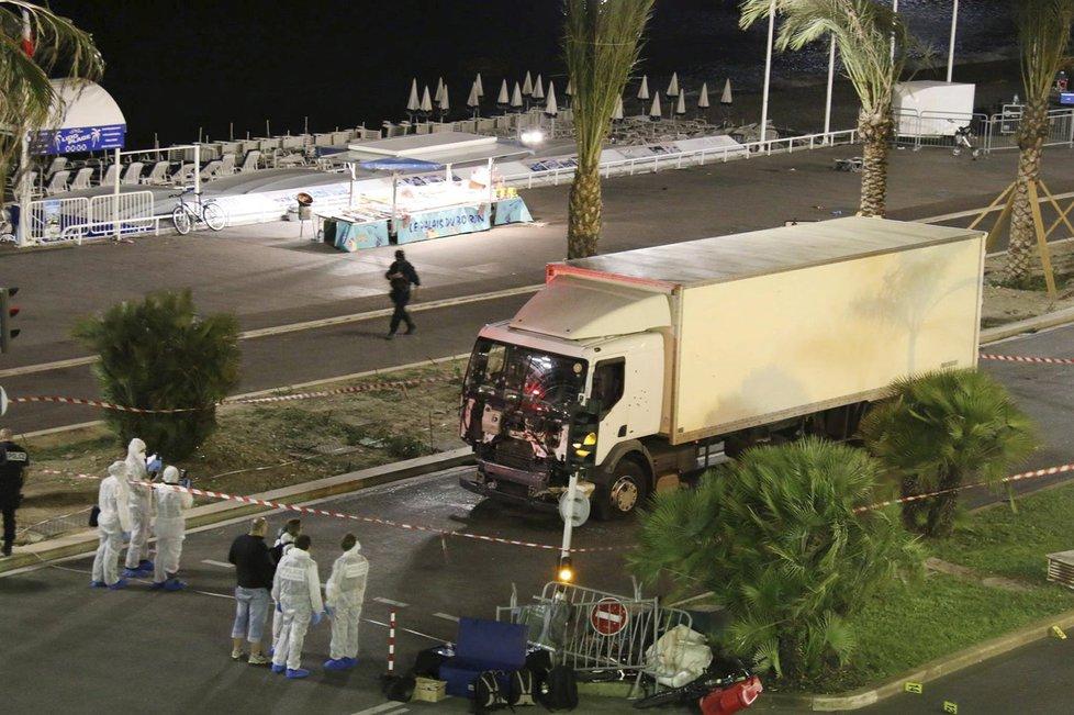 Svět byl po teroristickém útoku v Nice opět v šoku.