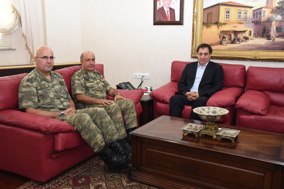 Metin Alpcan, Ihsan Basbozkurt, guvernér Izzettin Kucuk
