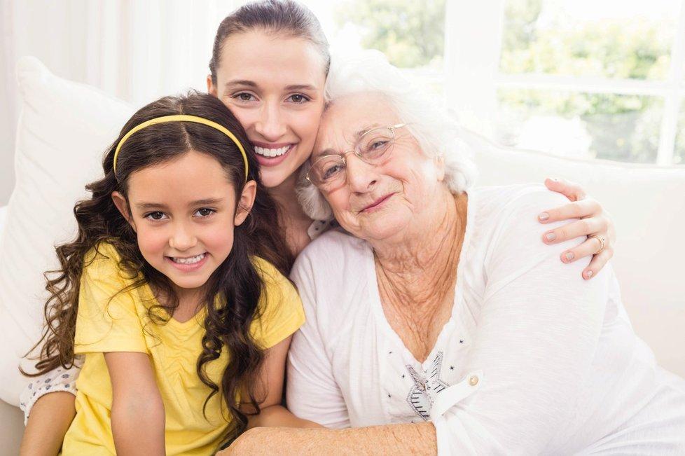 Rodina by měla být pospolu do konce. Dožití v rodinném kruhu je pro seniory vhodnou variantou. (Ilustrační foto)