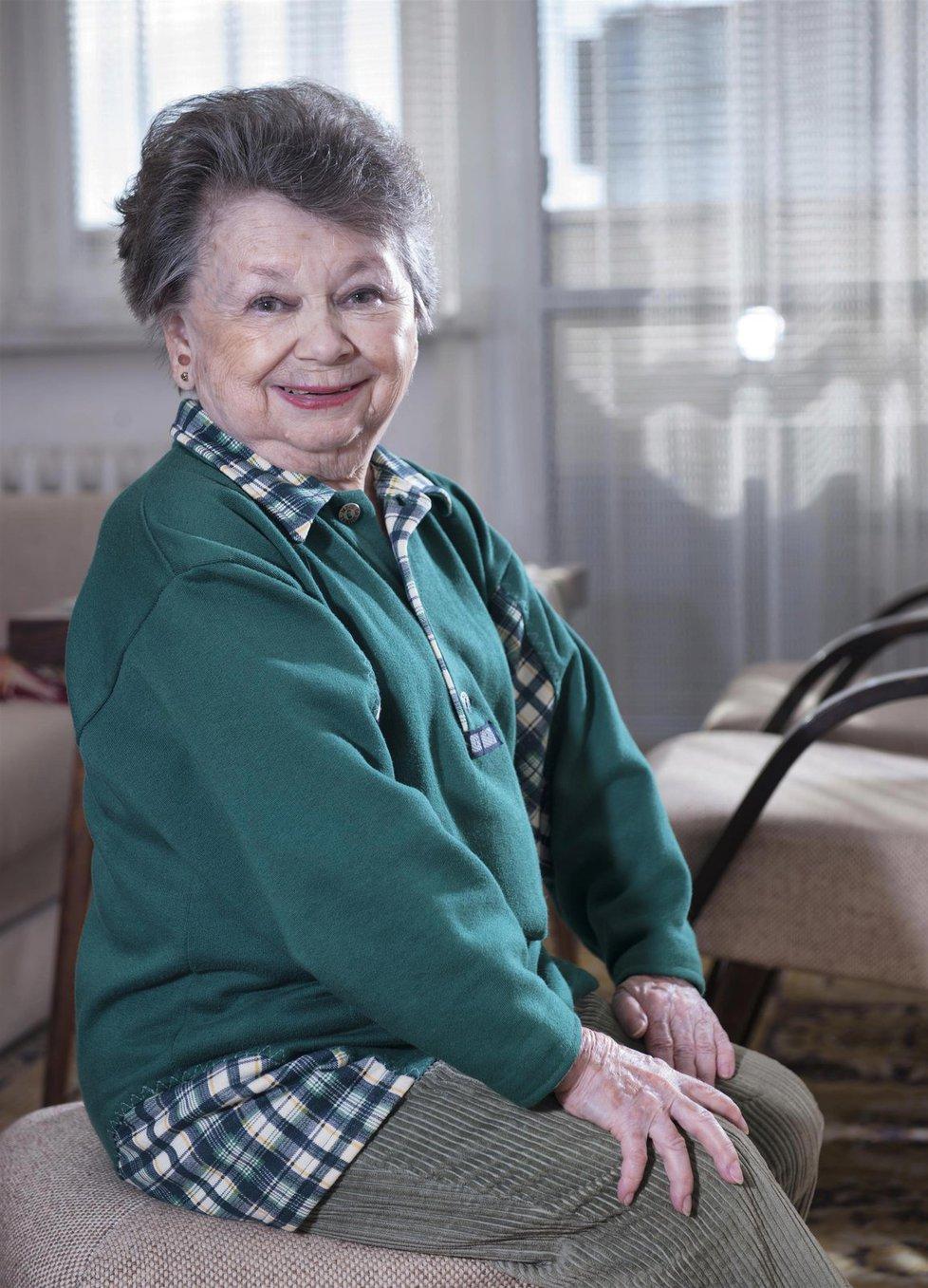 Nejmenší česká herečka Aťka Janoušková.