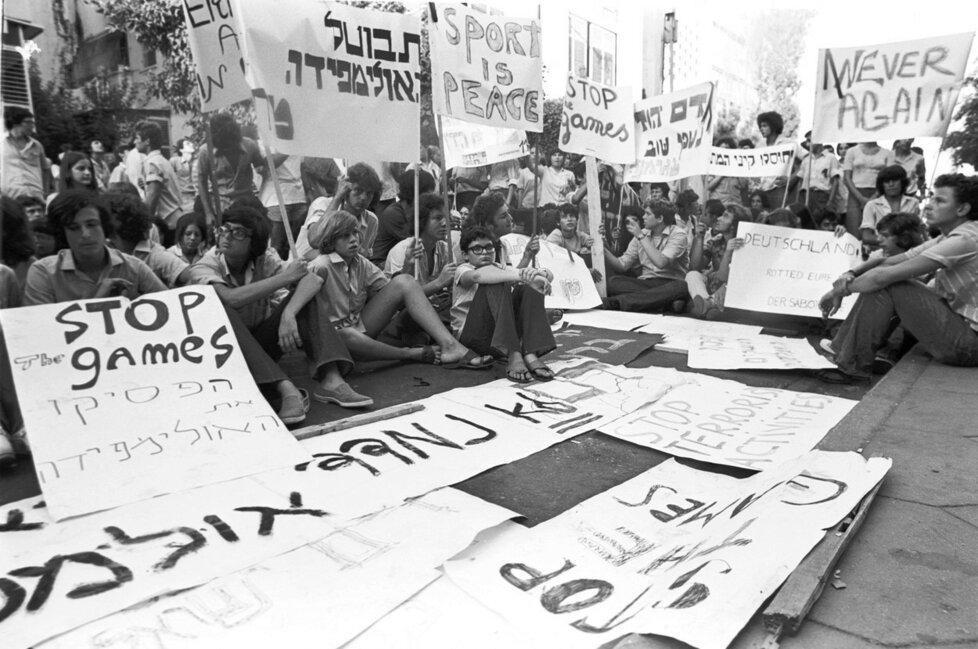 Protest za ukončení olympiády v Mnichově (1972) po teroristickém útoku na izraelskou výpravu