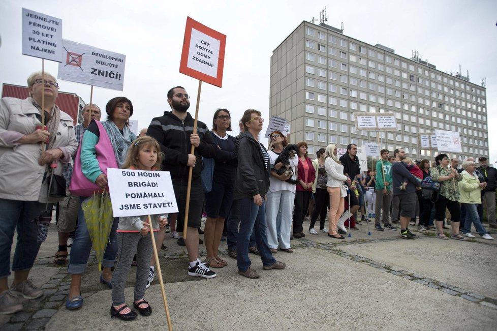 Obyvatelé sídliště Písnice a ulice Bělocerkevské za své byty už několikrát demonstrovali.