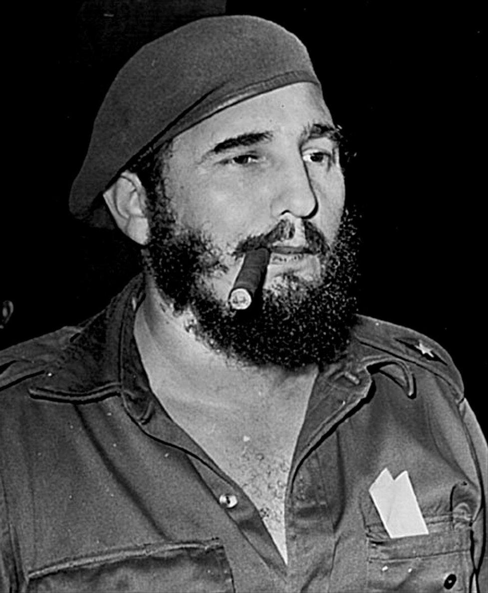 Fidel Castro s obligátním doutníkem v roce 1959