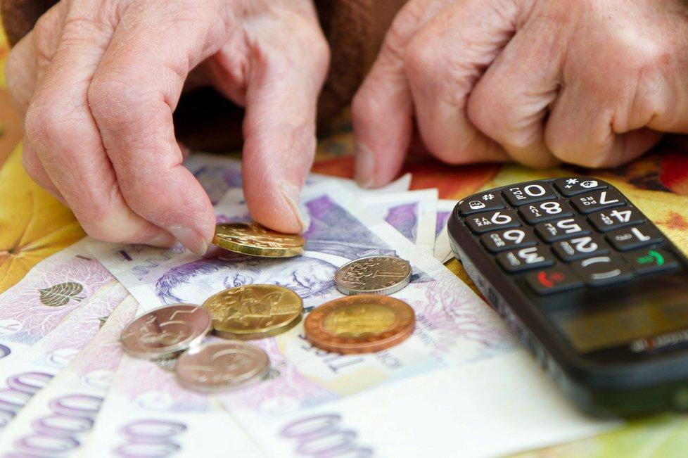 Senát navrhuje přidat 1000 korun seniorům, kteří důchod čerpají 25 a více let.