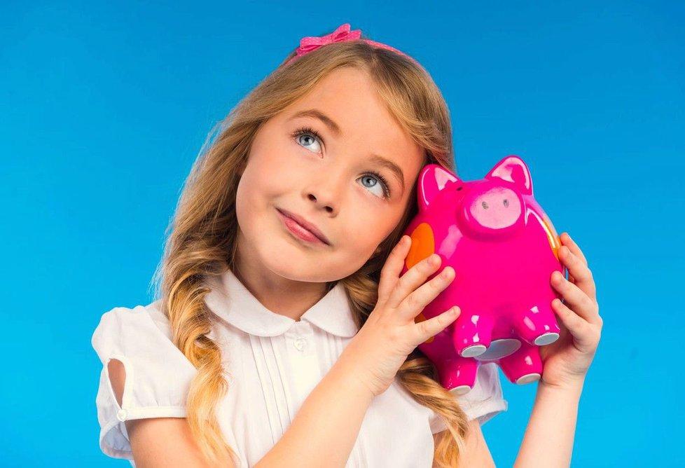 Jak děti naučit hospodařit s penězi? Nejdříve jim pořiďte pokladničku.