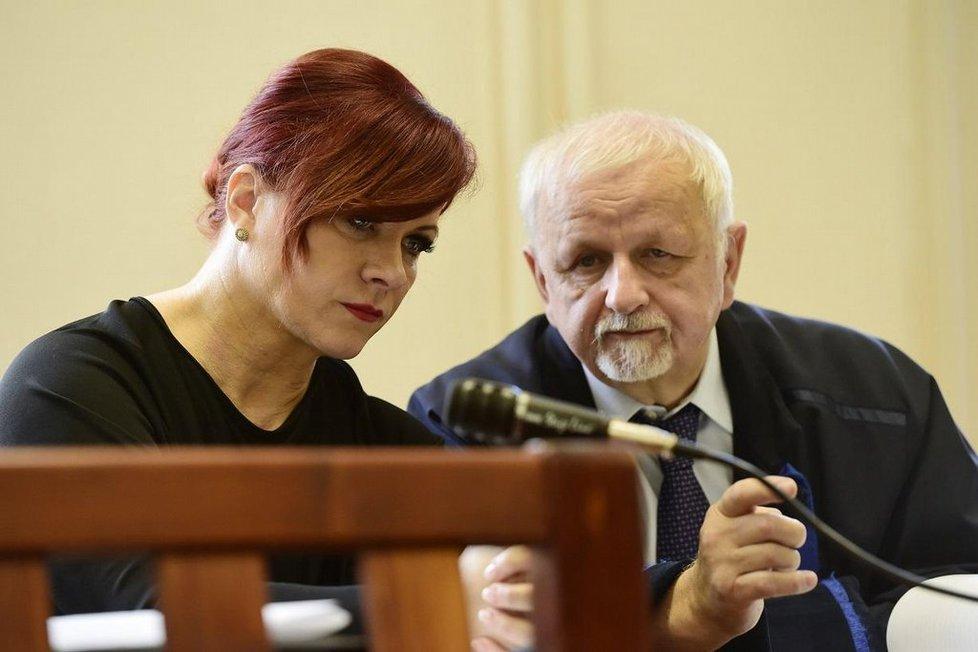 Jana Nečasová a její obhájce Eduard Bruna v soudní síni