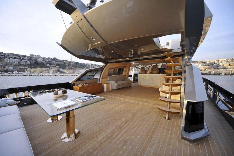 Na palubě Abramovičovy jachty je veškerý představitelný luxus