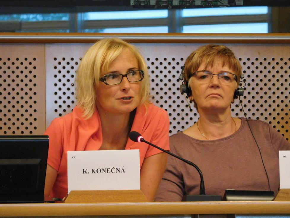 Palmový olej řešili i v Bruselu: Kateřina Konečná a šéfka frakce GUE/NGL Gabriele Zimmer.
