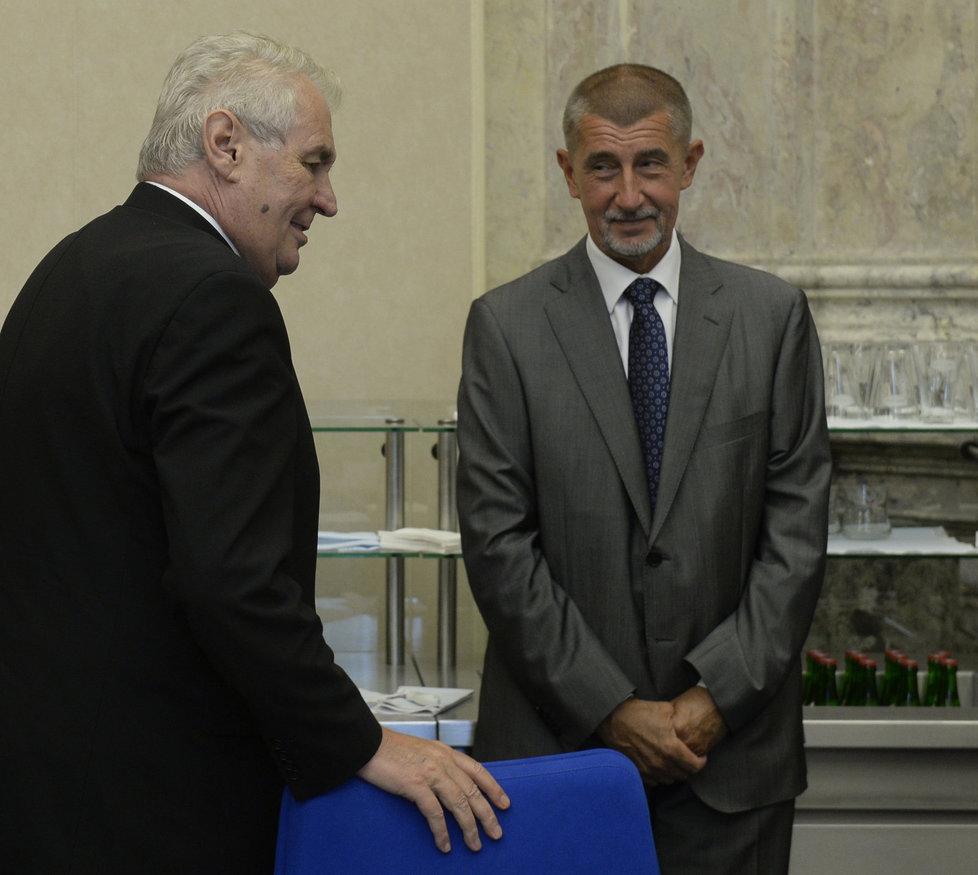 Prezident Miloš Zeman dorazil na jednání tripartity v pondělí 12. září. Postavil se za zrušení zelené energie.
