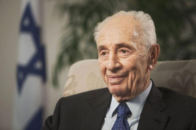 Izraelský exprezident Peres prodělal mrtvici a byl hospitalizován.