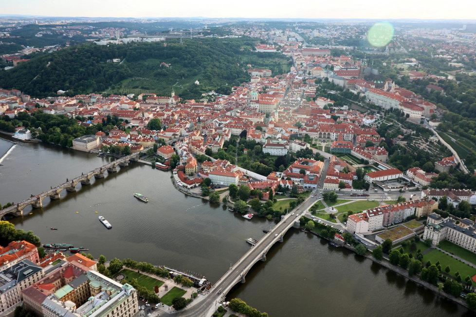 Pohled na Malou Stranu a Hradčany z balonu
