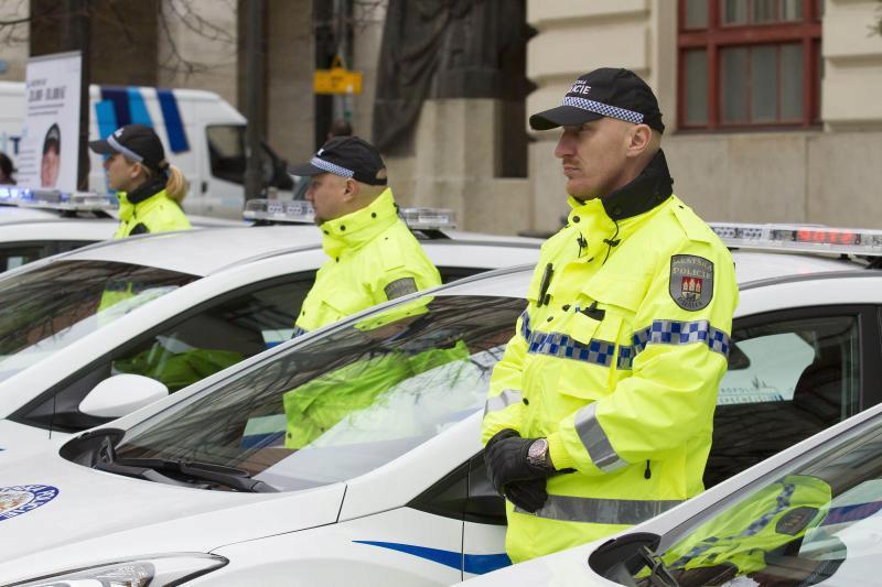 Noví pražští strážníci se mohou při nástupu těšit na náborový příspěvek až 100 tisíc, jejich kolegové z Brna pak dostanou polovinu.