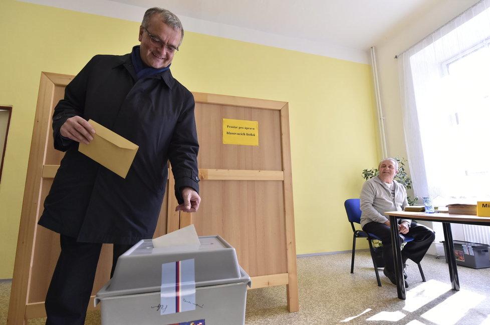 Miroslav Kalousek (TOP 09) odvolil v krajských i senátních volbách v Bechyni na Táborsku