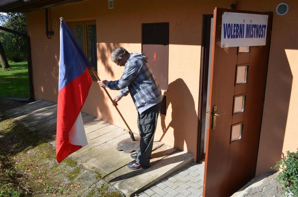 Krajské volby ve Vysoké Lhotě: Příprava vlajky