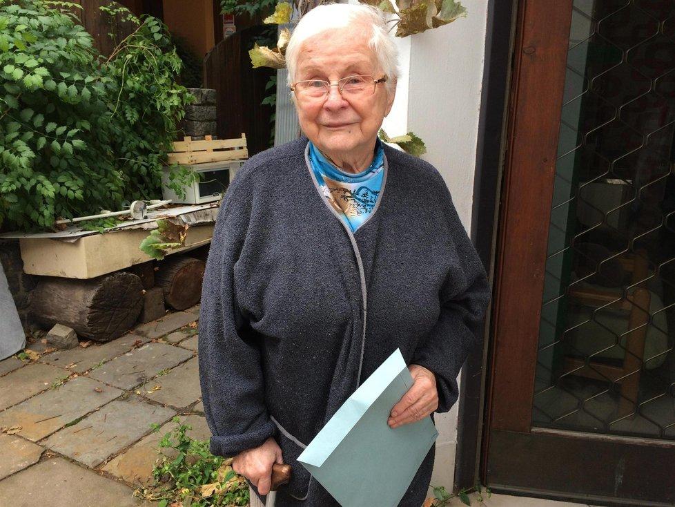 Nejstarší kandidátka v krajských volbách, paní Eva Kalová. Je jí 86 let.