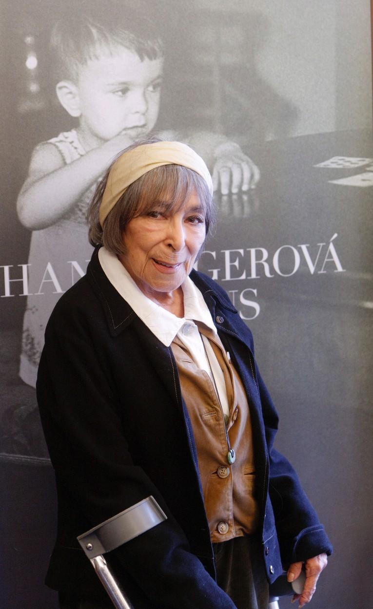 Hana Hegerová v roce 2011 převzala od vydavatelství Supraphon jubilejní diamantovou desku za 1 500800 prodaných nosičů v letech 1964 až 2011.