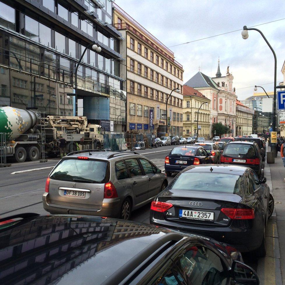 Dopravní situace v Praze je dlouhodobě problematická. Praha 6 kvůli ní vyhlásila stav dopravní nouze. (ilustrační foto)