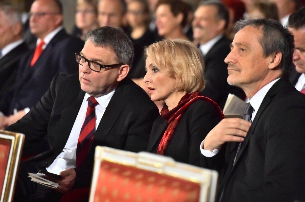 Předávání vyznamenání na Hradě: Lubomír Zaorálek, Veronika Žilková a Martin Stropnický (28. 10. 2016)