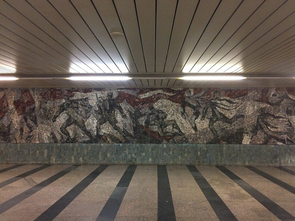 Stanici metra Florenc, která funguje od roku 1974, zdobí mozaika Saura Ballardiniho a Oldřicha Oplta.