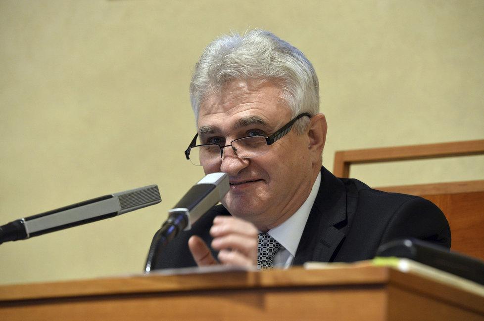 Nově zvolení senátoři složili slib a ujali se mandátu