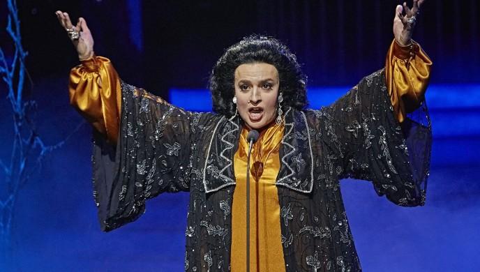 Jan Cina jako Montserrat Caballé v show Tvoje tvář má známý hlas