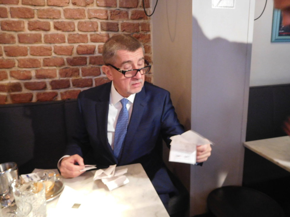 Andrej Babiš vyrazil první den fungování EET na inspekci do pražských kaváren.
