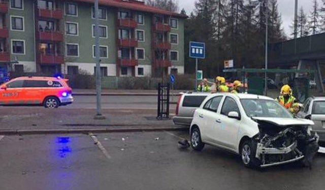 Auto v Helsinkách najelo do lidí: Sedm zraněných.