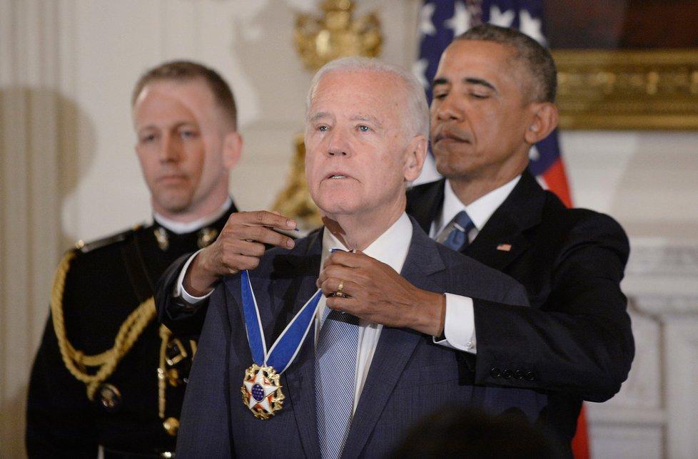 Barack Obama ocenil svého viceprezidenta Joea Bidena Prezidentskou medailí svobody (13.1.2017)