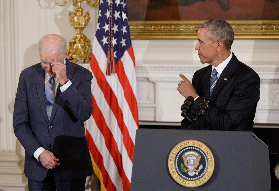 """Biden o chystaném udělení medaile nevěděl. """"Neměl jsem tušení,"""" řekl 74letý viceprezident. """"Dostalo se mi uznání, které si nezasloužím,"""" dodal v improvizovaném projevu. (13.1.2017)"""