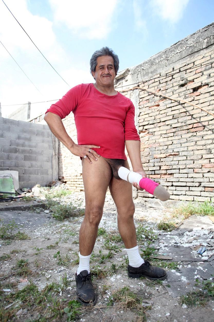 Roberto Esquivel Cabrera svou chloubu rád ukazuje. Za to, že ji ukázal dvěma nezletilým dívkám, ho dokonce v minulosti vykázali z USA.