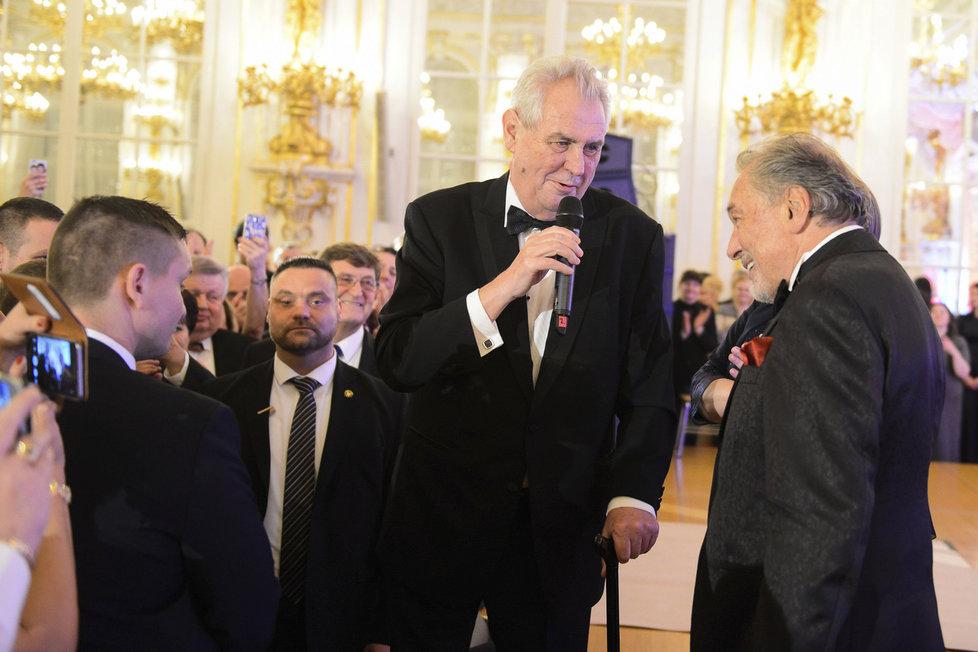 Na prezidentský ples dorazila nejedna celebrita. Hlavním hostem byl Karel Gott