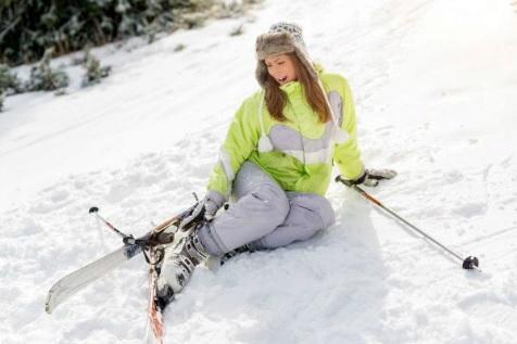 Pokud vyrážíte na lyže, rozhodně se pojistěte.