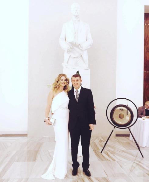 Monika s Andrejem na prezidentském plese v lednu 2017