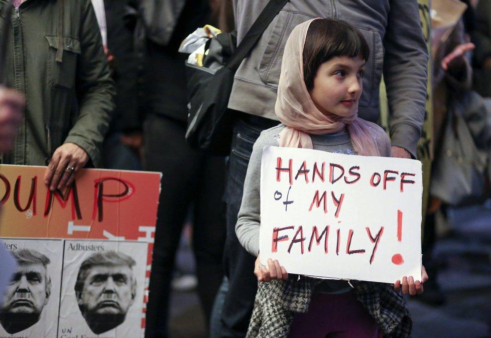 Příkaz Donalda Trumpa ohledně migrantů vyvolal vlnu protestů